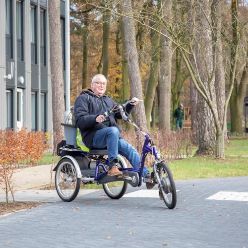 Lichaamsbeweging is gezond en kan heel leuk zijn. De bewoners van Bartiméus zijn heel blij met hun aangepaste fietsen.