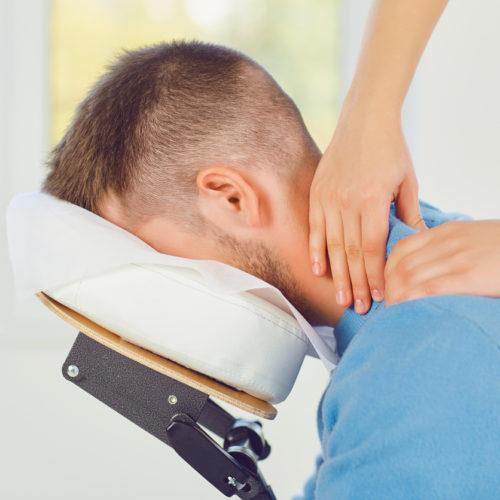 Mensen met een visuele beperking kunnen als massagetherapeut aan het werk.