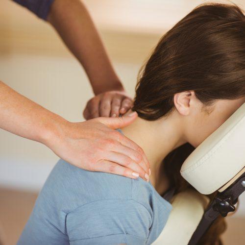 Mensen met een visuele beperking kunnen via The Chairmen at Work als massagetherapeut aan het werk.