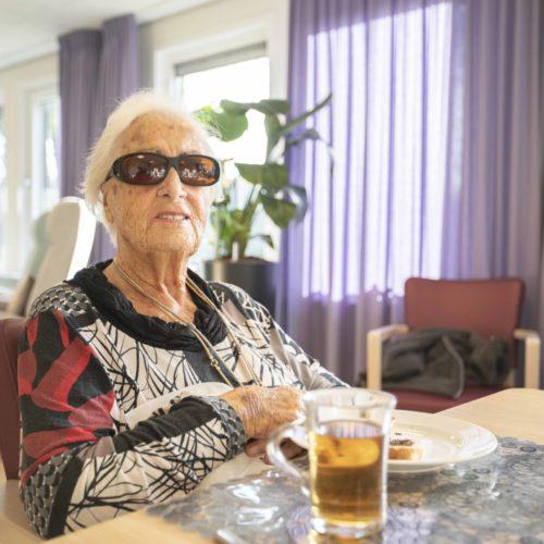 Help mee: Samen kunnen we deze nare tijd voor ouderen een beetje draaglijker maken.