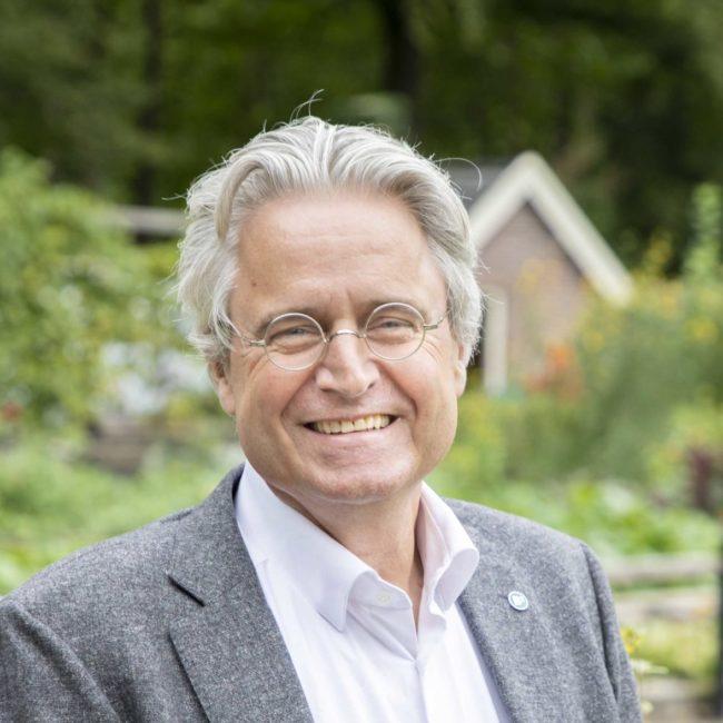 Carl Gelauf, relatiemanager